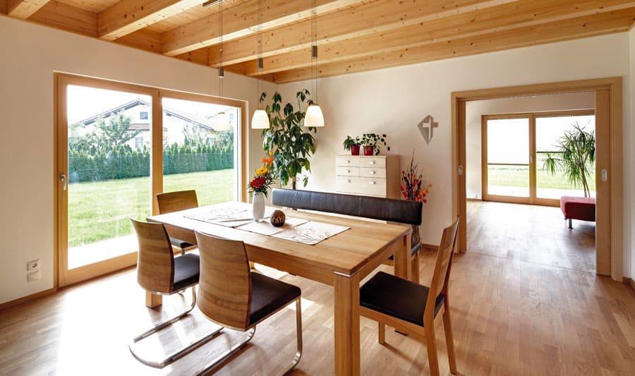 Moderne holzhäuser innen  Kundenhaus Dreher - ein Holzhaus im modernen Stil - Sonnleitner.de ...