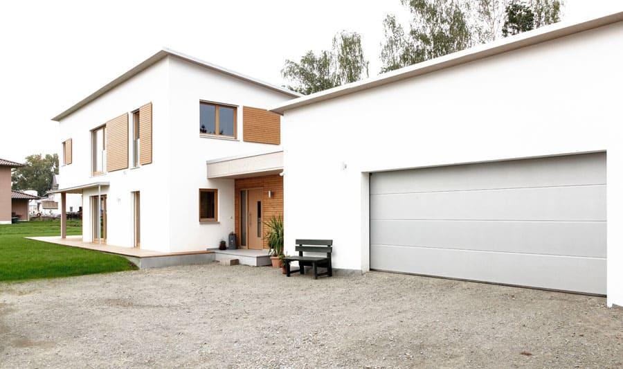 Einfamilienhaus mit doppelgarage modern  Kundenhaus Dreher - ein Holzhaus im modernen Stil - Sonnleitner.de ...